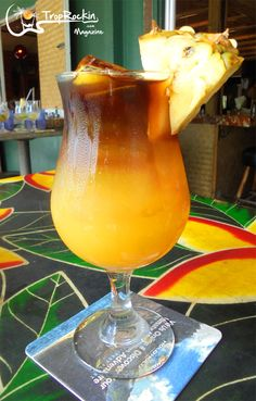 It's a closely guarded secret! The best Mai Tai drink recipe I found after trying them out all week during our Hawaiian Vacation. Hawaiian cocktails, tropical drinks, summer drinks and rum drinks. Easy Mai Tai Recipe, Mai Tai Drink Recipe, Mai Tai Recipe Pitcher, Mai Thai Cocktail, Mai Thai Drink, Mai Tai Cocktail Recipes, Cocktail, Kitchens, Juice