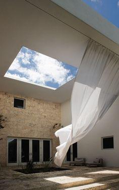 The Cheerful House of Architect Chad Oppenheim in Miami Beach, Florida | http://www.yatzer.com/villa-allegra-chad-oppenheim / photo © Laziz Hamani.