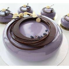 @sweetburg by _chocolate_jewels_ Gourmet Desserts, Mini Desserts, Plated Desserts, Delicious Desserts, Beautiful Desserts, Beautiful Cakes, Amazing Cakes, Mirror Glaze Cake, Mirror Cakes