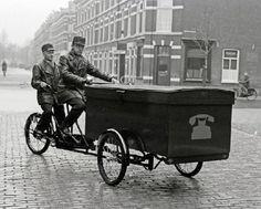 Monteurs van de PTT, 15 december 1940 (Mechanics of the PTT)