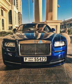 House Of Cars Dubai / Wraith Staredown Rolls Royce Phantom Coupe, Rolls Royce Phantom Drophead, Rolls Royce Dubai, Rolls Royce Silver Wraith, Rose Royce, Expensive Sports Cars, Power Cars, Chrysler 300, West Lake