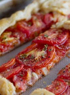 Tomato Gardening Perfect as a light supper or as a side dish, this Tomato Tart with Bacon and Gruyere is as tasty as it is beautiful! Tart Recipes, Side Dish Recipes, Veggie Recipes, Great Recipes, Vegetarian Recipes, Cooking Recipes, Favorite Recipes, Healthy Recipes, Healthy Food