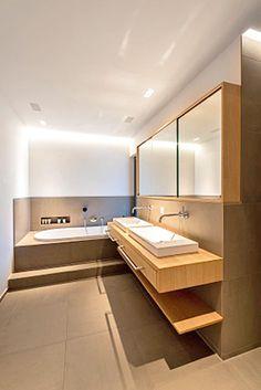 ideen kleine b der holzboden spiegelschrank quadrat wei er kleiner wand waschtisch badezimmer. Black Bedroom Furniture Sets. Home Design Ideas