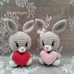 The stone in the cottage: Rabbit with heart. Crochet Bunny, Crochet Dolls, Knit Crochet, Baby Knitting Patterns, Crochet Patterns, Zipper Tutorial, Super Cute Animals, Patchwork Fabric, Art N Craft