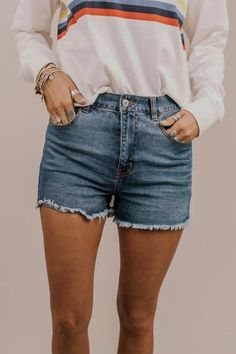 Fashion Short Jeans For Women Denim Shorts With Pockets Sticking Out L – dearmshe Trendy Summer Outfits, Edgy Outfits, Grunge Outfits, Short Outfits, Simple Outfits, Spring Outfits, Ladies Outfits, Black Outfits, Classy Outfits