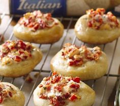 Roasted Red Pepper Bruschetta Bites - Quick little Pillsbury bites - perfect for the holidays! Quick And Easy Appetizers, Appetizers For Party, Appetizer Recipes, Healthy Appetizers, Bacon Waffles, Best Thanksgiving Recipes, Fall Recipes, Holiday Recipes, Pillsbury Recipes