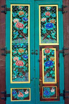 Colourful temple doorway at Jogyesa Temple, Seoul, South Korea. From Door To The World: 20 Inviting Entrances. Cool Doors, Unique Doors, Door Knockers, Door Knobs, Porches, Painted Doors, Closed Doors, Windows And Doors, Front Doors