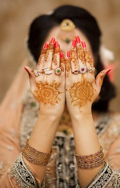Henna tattoo designs, also called bio-tattoos, henna or Mehndi is a traditional kind of body painting with natural paint – henna. This is a beautiful, Henna Tattoos, Tattoos Motive, Neue Tattoos, Henna Tattoo Designs, Henna Mehndi, Mehendi, Tattos, Pakistani Bridal Jewelry, Indian Wedding Jewelry