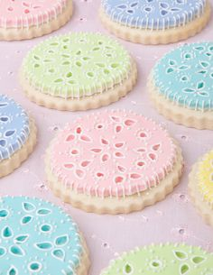Scalloped Round decorated sugar cookies decorated in eyelet lace style