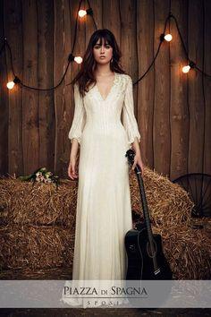 Ribelle, romantica, chic. La sposa di Jenny Packham è pronta a sorprenderti su http://www.piazzadispagnasposi.it/collezioni/sposa/jenny-packham/