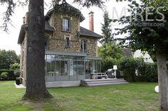Grande véranda. C1230 | Mires Paris Architecture, Facade, Mansions, House Styles, Grande, Home Decor, Home Ideas, The Mansion, Sacred Heart