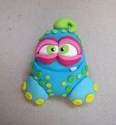 Monstrinhos Sculpey Clay, Cute Polymer Clay, Polymer Clay Charms, Polymer Clay Creations, Ugly Dolls, Cute Dolls, Clay Projects, Clay Crafts, Clay Pen