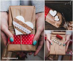 Wyjątkowy prezent wymaga wyjątkowego opakowania. Dla prezentów weselnych warto zastosować styropianowe serca lub litery.