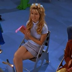 This is one of Kate's most underrated looks in my opinion #2000s #lizziemcguire #katesanders