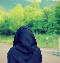 Born to Christian parents, How did she end up saying Shahadah on her birthday? Stylish Hijab, Hijab Casual, Hijab Chic, Hijabi Girl, Girl Hijab, Black Hijab, Dps For Girls, Islam Marriage, Islam Women