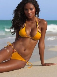 The Black Brazilian women is known for her beautiful hair and curvy figure. Black Brazilian women, along with all black women are a Beautiful Brazilian Women, Brazilian Girls, Beautiful Black Women, Stunning Women, Brazilian Bikini, Beautiful People, Sexy Bikini, The Bikini, Bikini Girls