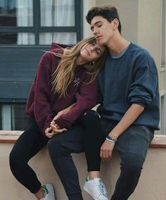 Cute And Romantic Relationship Goals For Teenagers You Dream To Have - YoGoodLife Couple Photoshoot Poses, Couple Photography Poses, Couple Posing, Couple Shoot, Tattooed Couples Photography, Couple Pics, Cute Couples Photos, Cute Couples Goals, Couple Goals