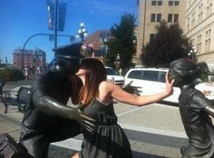 Fun with statues! (36 Photos)