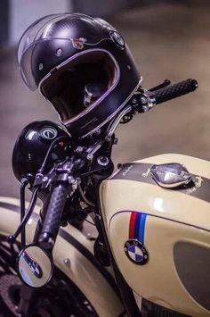 Mann, 56, NRW, Deutschland. Architektur, Autos, Motos, Reisen, Mode. Credit to the artists: all...