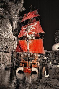 ✮ The Sinking Ship - Treasure Island - Las Vegas, NV