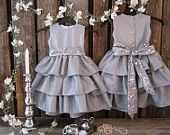 Girls linen fall dress, small bows, pleated skirt, lace trim. rustic romance, party, shabby chic. €38,00, via Etsy.