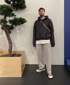 Converse Style, Outfits With Converse, Street Outfit, Street Wear, Trendy Outfits, Cool Outfits, Urban Outfitters Men, Stylish Mens Fashion, Trouser Outfits