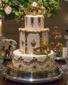 """""""Close do bolo de NOZES com BABA de MOÇA  para festa com tema Veneza!  mesa toda linda no post anterior. Decor e assessoria @vidaemfesta   Foto:…"""""""