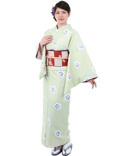 Washable Kimono light green Japanese plum blossoms《小紋着物 袷 10B》 きもの初めてさんにおすすめなカジュアル小紋の袷着物です。 薄緑地に可愛い梅の花をあしらったレトロなデザインです。 一般的に10月~5月にお召しいただける袷の着物になります。 カフェ巡りやお食事会をはじめ、普段着として幅広くお召しいただけます。 素材は、自宅でも気軽に洗えるポリエステル着物のため 気兼ねなくお出かけいただけます。 着物の単品販売です。 お仕立済商品ですので、お届け後すぐにご着用いただけます。