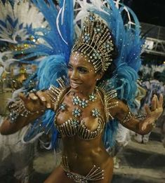 Drum Queen Adriana Perett of the Vila Isabel samba school parades in Rio de Janeiro Brazilian Carnival Costumes, Caribbean Carnival Costumes, Trinidad Carnival, Rio Carnival Dancers, Carnival Girl, Carnival Ideas, Most Popular Music, Notting Hill Carnival, Brazilian Women
