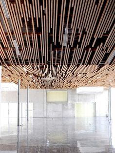 Multimedia Library And HQE Auditorium / deAlzua+ & Atelier Interesting Ceiling Design. Multimedia Library And HQE Auditorium Fabric Room Dividers, Wooden Room Dividers, Folding Room Dividers, Wood Slat Ceiling, Wooden Ceilings, Wood Slats, Hallway Ceiling, Timber Battens, Gypsum Ceiling