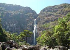 A Casca D' Anta é uma das 5 maiores cachoeiras de queda livre do Brasil, e a maior queda do Rio São Francisco, Com uma queda de 186 metros, é uma das maiores atrações da região da Serra da Canastra.