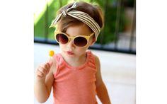 Este laço simples com faixa listrada é bonito para crianças maiores. Foto: Pinterest/The Baby Names Meaning