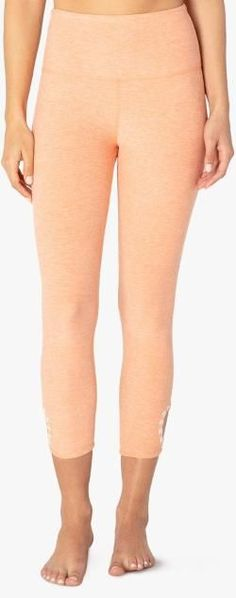 The next time you head out the door-or choose to stay in-revel in the coziness of these Beyond Yoga Blanket Stitch High-Waisted capri leggings. #CelluliteCream Cellulite Wrap, Causes Of Cellulite, Cellulite Exercises, Reduce Cellulite, Anti Cellulite, Cellulite Remedies, Thigh Cellulite, Yoga Exercises, Stretches