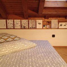 #livingathome#ideenbuch#edition1#magazine#poster#art#kunst#illustration#zeichnung#birds#vögel#fish#fische#blackandwhite#schwarzweiss#poster#bedlinen#ikea#pattern#muster#design#homedesign#decoration#woodenceiling#holzdecke#bettwäsche#meinikea#cushion#wanddeko#bilder#licht