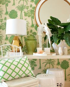 New Ideas for tropical wallpaper bedroom palm beach Chinoiserie Elegante, Palm Beach Decor, Tropical Decor, Palm Beach Regency, Halls, Estilo Tropical, Tropical Bathroom, Australian Interior Design, Tropical Wallpaper