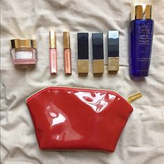 Estee Lauder Makeup Kit With Clutch Comes with everything shown in the picture. The lipstick shades are Rubellite, Tiger Eye, and Pink Parfait. The lipgloss shades are Wired Copper and Pink Innocence. Estee Lauder Makeup
