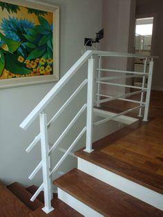 Corrimão de ferro - preso externo a escada ficaria bem melhor...