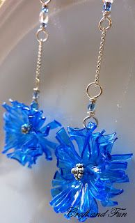 Creative Recycling - Craft and Fun: Earrings, creative recycling Plastic Bottle Flowers, Plastic Bottle Crafts, Plastic Art, Plastic Jewelry, Plastic Beads, Recycle Plastic Bottles, Recycled Jewelry, Recycled Crafts, Magic Bottles