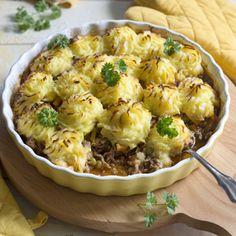 Kartoffeln schälen, waschen und in Salzwasser garen. Abgießen. Kartoffeln stampfen. Dabei die Milch langsam zufügen, bis das Püree weich ist, sich...