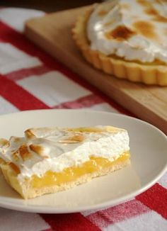 Sempre adorei torta de limão. No Brasil, estamos acostumados com o creme de leite condensado e limão, bem doce. Mas recentemente descobri essa versão francesa da famosa tortinha, que fica muito mai...