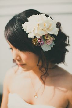 beautiful hair accessory  Photography by http://heandshephoto.com