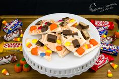 Halloween Candy Bark: Chocolate Bark Recipe from Cookies Cupcakes and Cardio Halloween Bark, Halloween Cupcakes, Happy Halloween, Cookies Cupcakes And Cardio, Cupcake Cookies, Baking Recipes, Cookie Recipes, Candy Bark, Bark Recipe