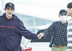 How did he make kyungsoo agree to this Kyungsoo, Kaisoo, Chanbaek, Saranghae, Kpop Exo, Park Chanyeol, Kim Jong Dae, Exo Couple, Kim Minseok