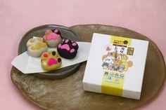 にゃんこの肉球カレー上にゃま菓子 - 太宰府参道天山  鬼瓦最中