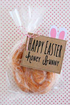 """Bunny Easter Treat Adorable """"honey bunny"""" Easter gift idea with a delicious honey bun.Adorable """"honey bunny"""" Easter gift idea with a delicious honey bun. Hoppy Easter, Easter Bunny, Easter Eggs, Easter Table, Easter Food, Holiday Treats, Holiday Fun, Festive, Honey Buns"""