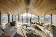 Three-pronged glass house rises in Vermont - Curbedclockmenumore-arrow : Floor-to-ceiling glazing frames breathtaking views Luxury Cabin, Luxury Homes, Facade Design, House Design, Design Design, Lampe Tactile, Modern Glass House, Modern Houses, Lampe Led
