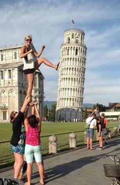 Perfect! The 12 Most Awesome Pictures Of Tourists Posing At The Leaning Tower Of Pisa – BoredBug