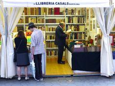 Caseta de la llibreria Casals, el seu propietari Albert Obradors és el president del Gremi de llibreters de vell de Catalunya