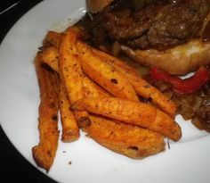 This recipe is right out of the Actifry cook-book and it is excellent. For the servings are quite small. If you wish use Yams instead of sweet potatoes Clean Eating Recipes, Cooking Recipes, Healthy Eating, Air Fryer Recipes Vegetarian, Actifry Recipes, Lean Cuisine, Supper Recipes, Fried Potatoes, Hors D'oeuvres
