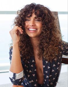 Most up-to-date Photo Natural Curly Hair latina Suggestions It's actually a co. - Most up-to-date Photo Natural Curly Hair latina Suggestions It's actually a common fact: ladies with cling instantly wild hair really want ugly curly hair, a - Curly Hair Fringe, Curly Hair With Bangs, Colored Curly Hair, Curly Hair Tips, Short Curly Hair, Medium Curly, Thin Hair, Brown Curly Hair, Curly Hair Colours